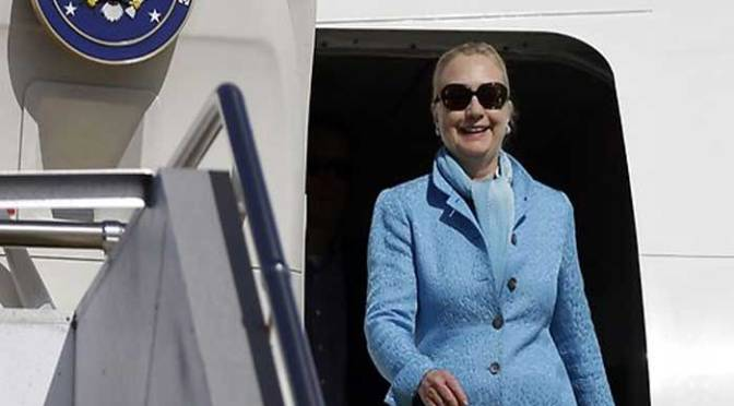 """Secret Service Agent Says """"Good Morning"""" To Hillary – She Responds with TWO WORDS – The Political Insider"""