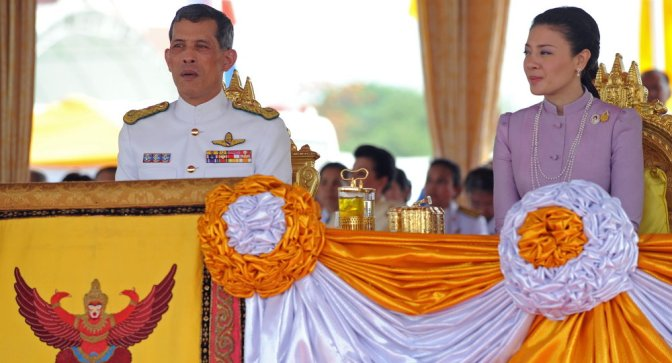 Thai Parliament Officially Invites Crown Prince to Mount Throne — Sputnik International
