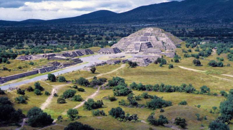 2 Guatemala Pyramid Tikal